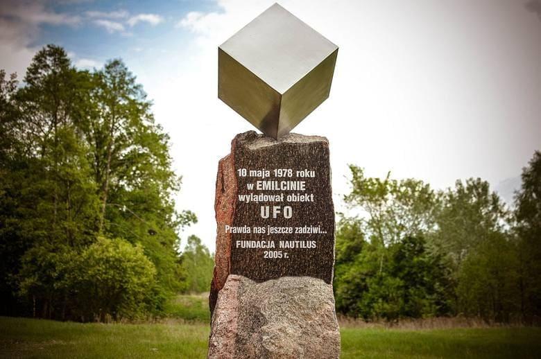 Pomnik UFO w Emilcinie